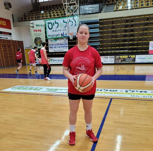 כדורסל: קבוצת נערות א' שומרת על הכושר